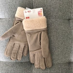 NWT Women HEATTECH Faux Suede Gloves M